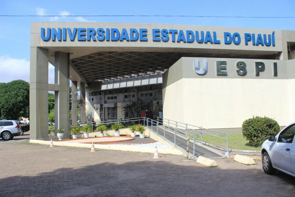 UESPI enviará certificados do exame de proficiência por e-mail