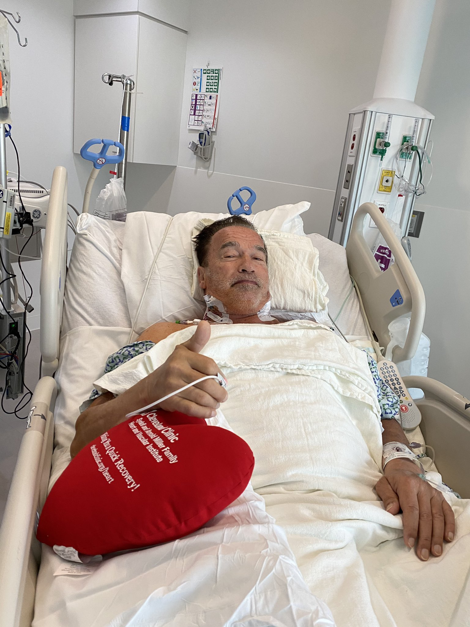 Após recuperação, Arnold Schwarzenegger informa sobre cirurgia no coração