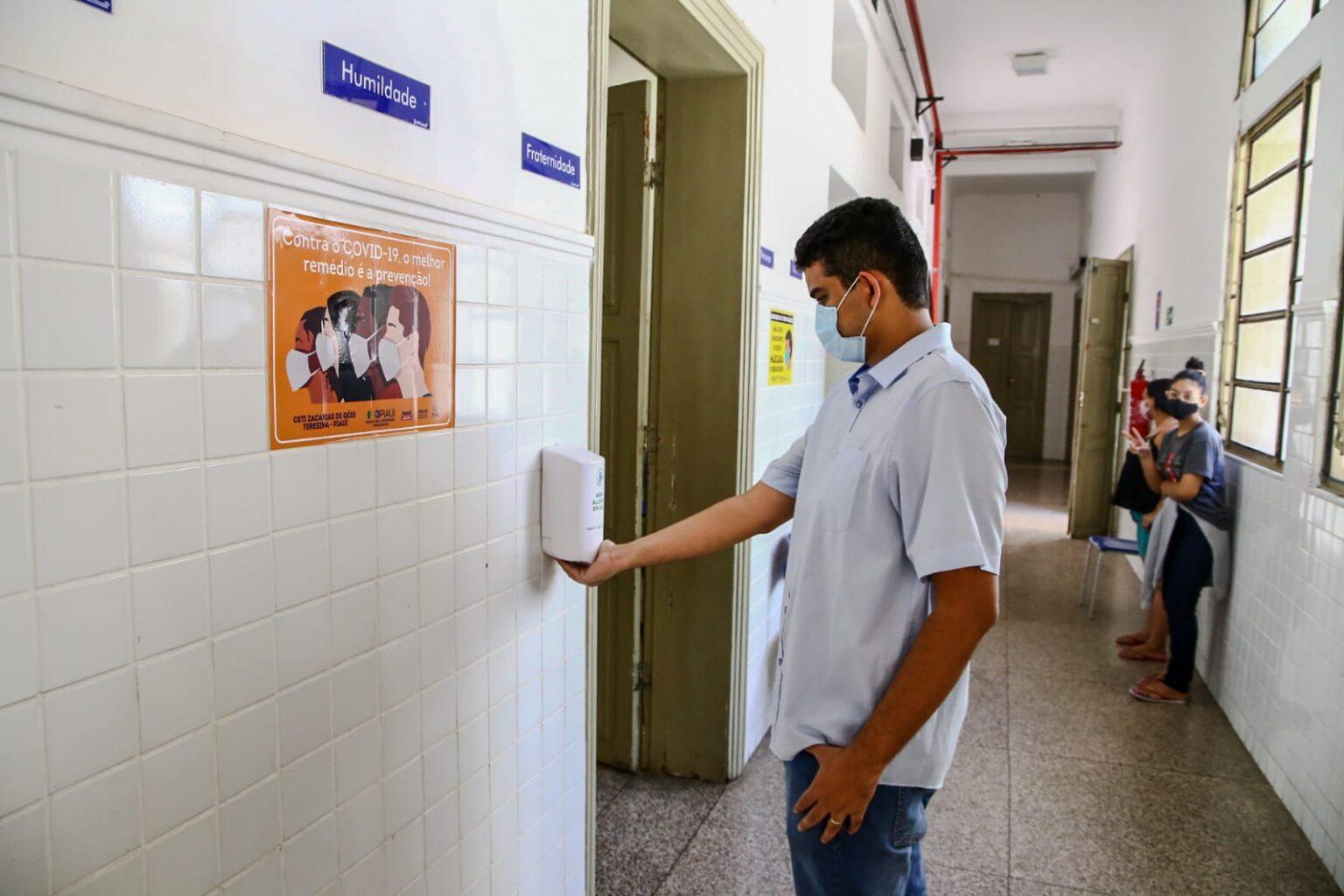 Escolas estaduais retomam aulas presenciais a partir desta terça (20)