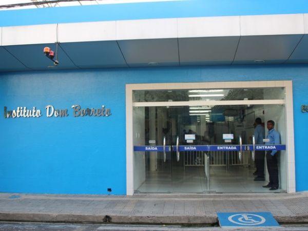 Após 3 dias de retorno, professor do Dom Barreto testa positivo para Covid-19 e aulas são suspensas