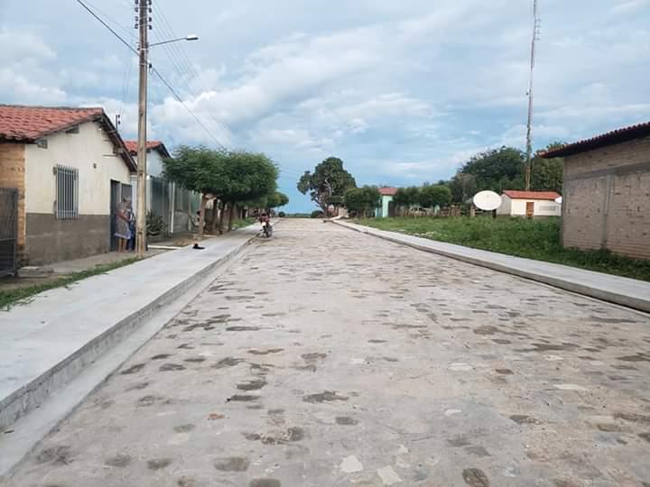 Sete municípios recebem obras de calçamento com emenda de Assis Carvalho