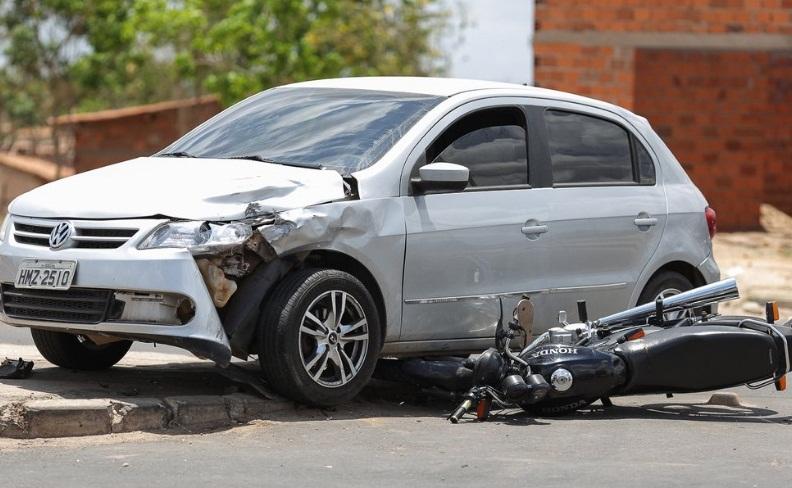 Mulher morre em colisão entre carro e moto na Santa Maria da Codipi